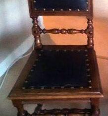Fin antik stol med skinnsits