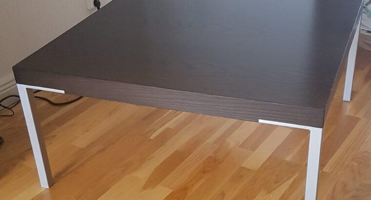 Svartbrunt soffbord