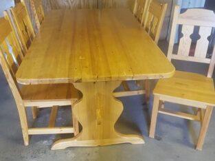 Köksbord i furu med 6 stolar