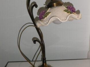 Bordslampa med keramikkupa