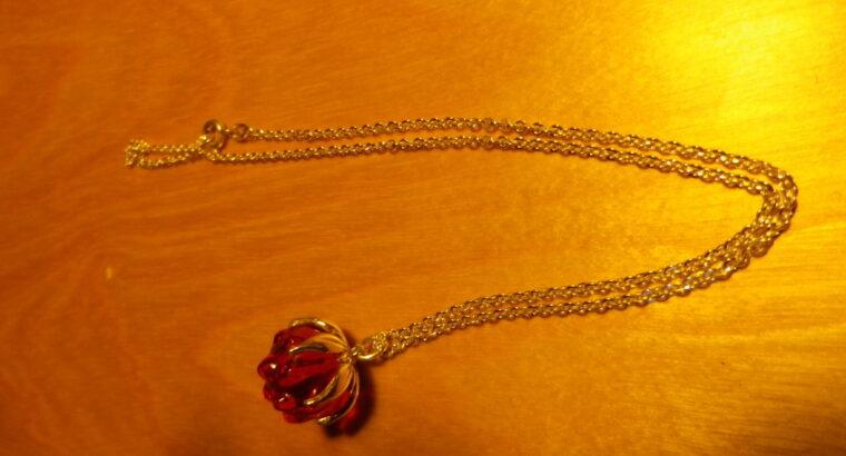 Silverhänge med åkerbär i glas