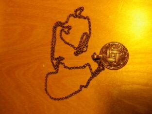 Hängsmycke brons med kedja