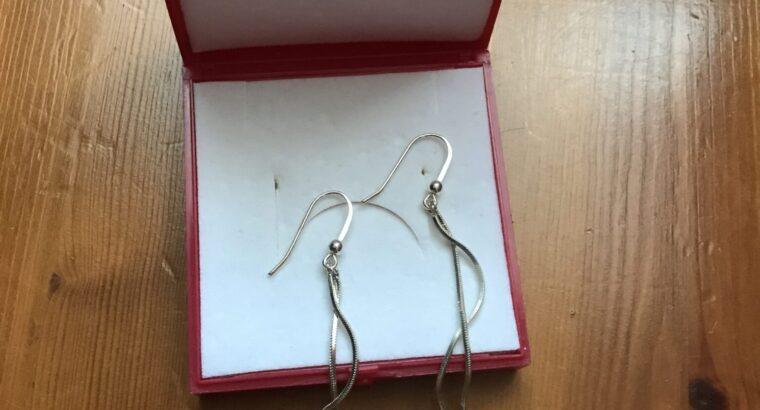 Vackra silverörhängen